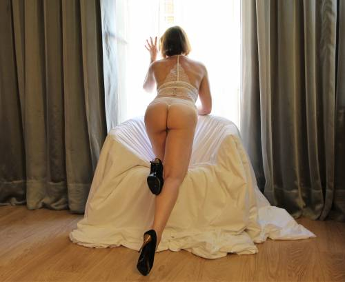 BARCELONA AND MADRID LUXURY ESCORT NURIA GLAM